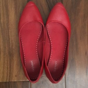 Old Navy women's red pointed toe flats size 9